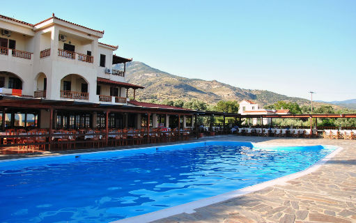 12_pool_restaurant