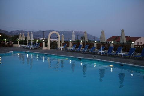 29_sun_set_central_pool
